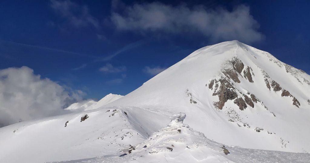 Vihren (2914 m), drugi najvišji vrh Balkana in čudovit smučarski vrh.